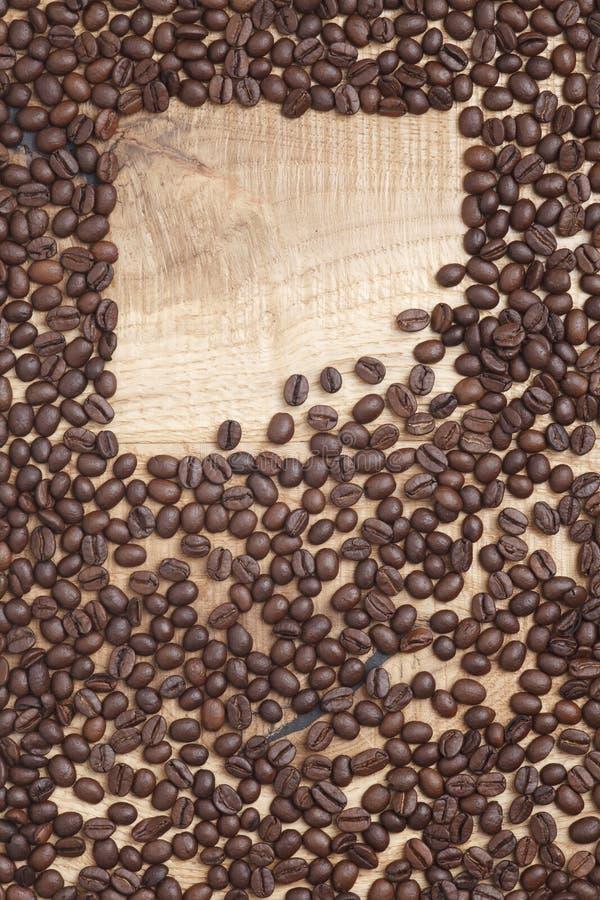 Download Grains De Café Sur Un Fond En Bois Photo stock - Image du café, nourriture: 45360264