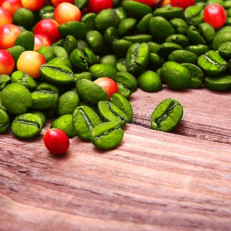 Grains de café verts. photographie stock