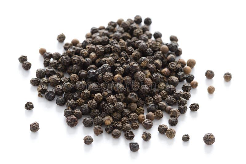 Grains de poivre noirs   photo libre de droits
