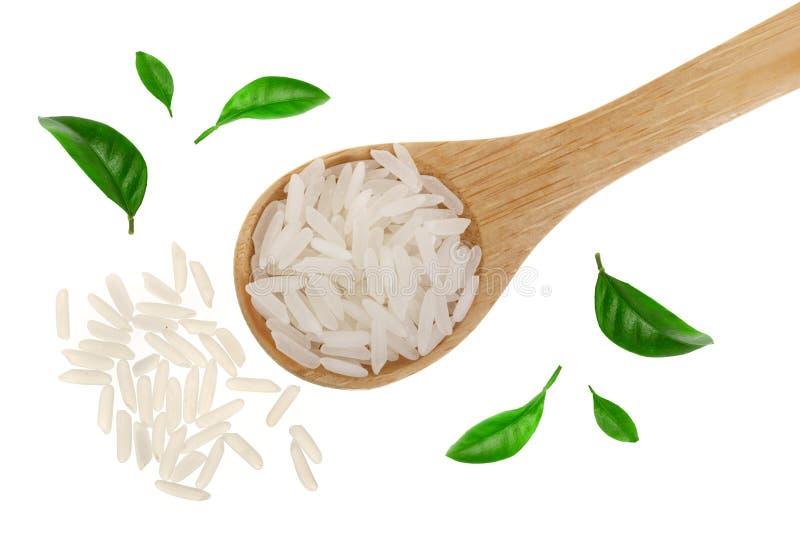 Grains de riz dans la cuillère en bois d'isolement sur le fond blanc Vue supérieure Configuration plate photos stock
