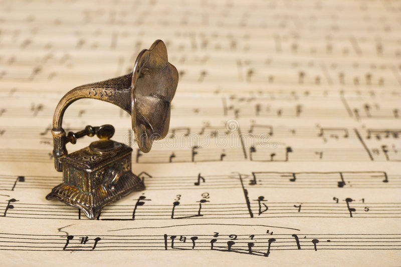 Gramófono en vieja música de hoja fotos de archivo