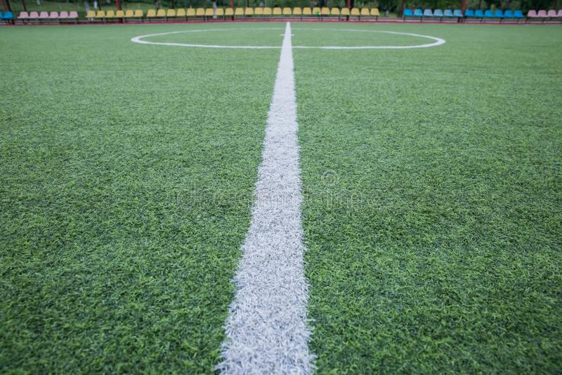 Grama artificial de Mini Football Goal On An Dentro do campo de futebol interno Mini centro do estádio de futebol centro a do cam imagens de stock royalty free