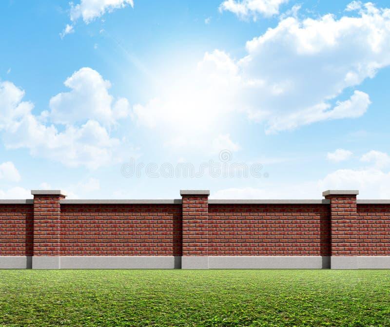 Grama da parede de tijolo e céu azul imagem de stock royalty free