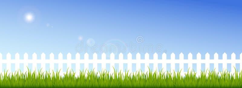 Grama verde e cerca branca em um céu azul claro ilustração do vetor