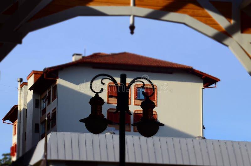 Gramado, Brasil: Arquitetura típica Gramado está para fora entre outras cidades para sua arquitetura bávara imagens de stock