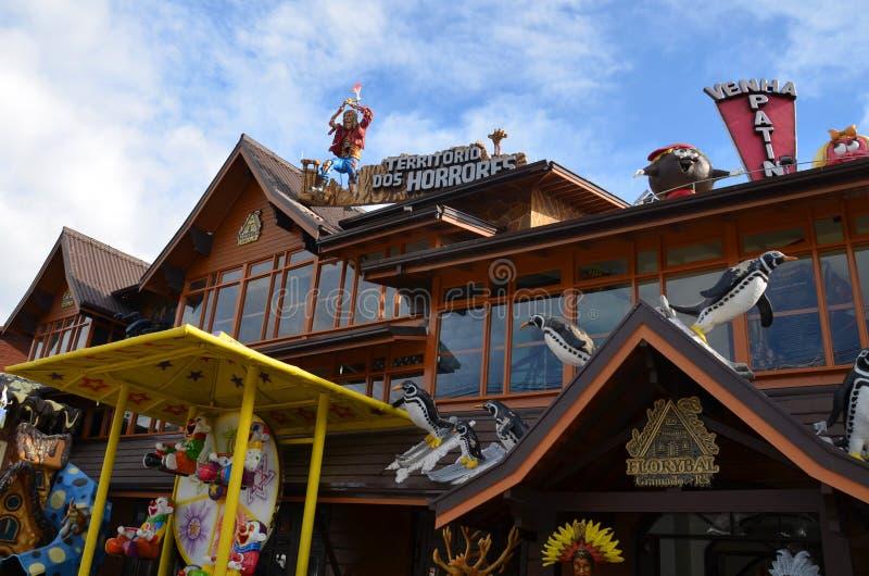 Gramado Brasilien: Typisk arkitektur Gramado står ut bland andra städer för dess bayerska arkitektur arkivfoton