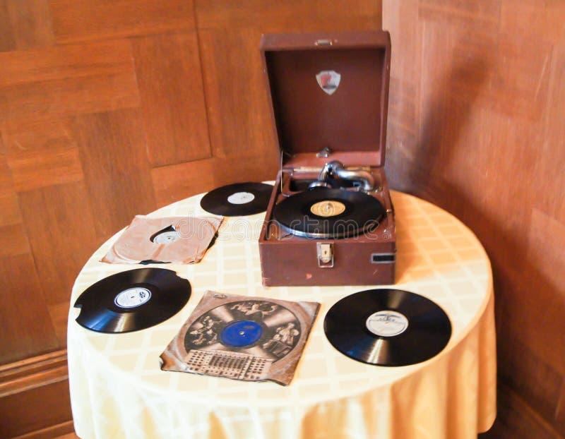 Grammofoon op de lijst stock afbeelding