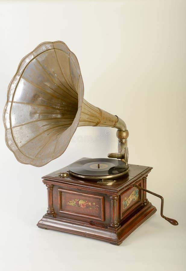 Gramofone do vintage com orador do chifre fotos de stock