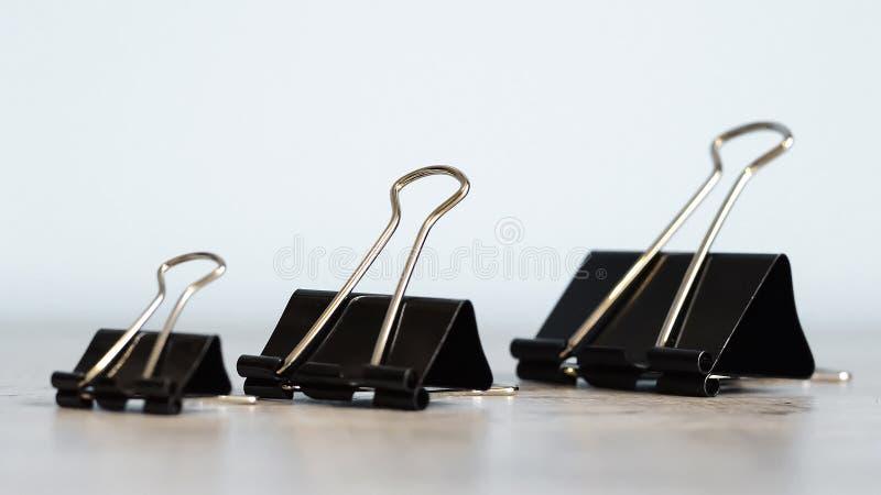 Grampeador para o trabalho de escritório na tabela Artigo dos artigos de papelaria Escritório SU fotografia de stock