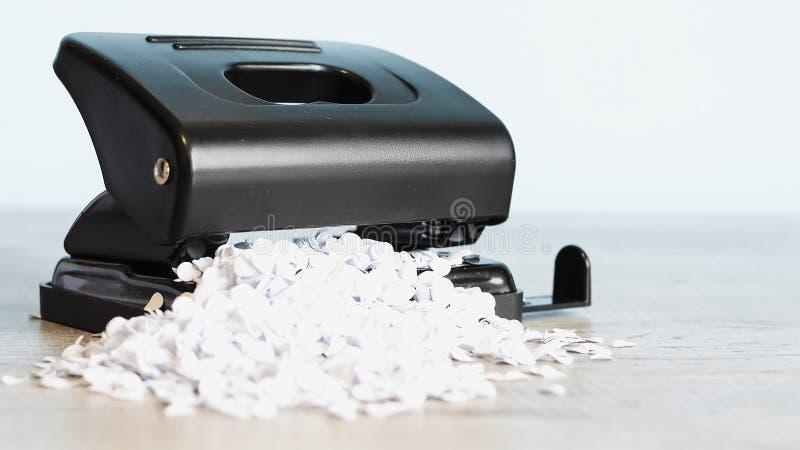 Grampeador para o trabalho de escritório na tabela Artigo dos artigos de papelaria Escritório SU imagens de stock royalty free