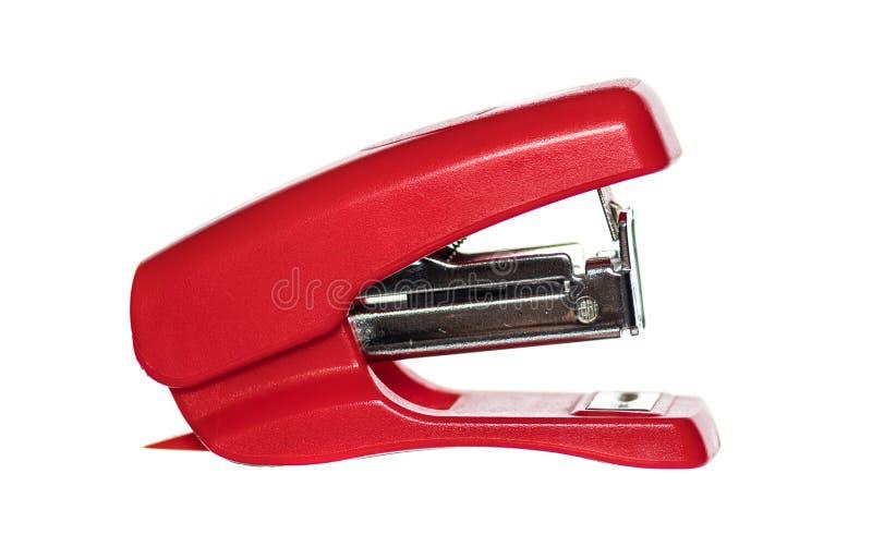 Grampeador vermelho curto pequeno no fundo branco fotos de stock royalty free