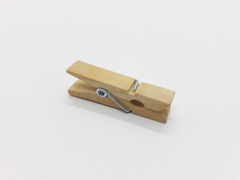 Grampo de madeira natural do vintage retro clássico moderno para acessórios no fundo isolado branco 01 foto de stock