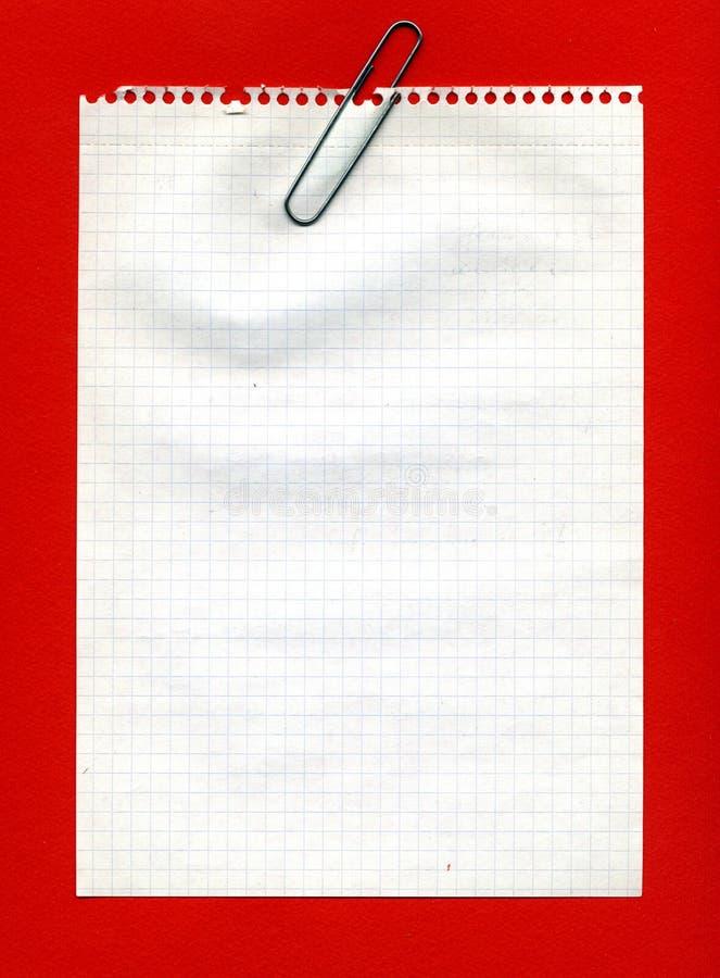 Grampo do metal no papel esquadrado imagem de stock
