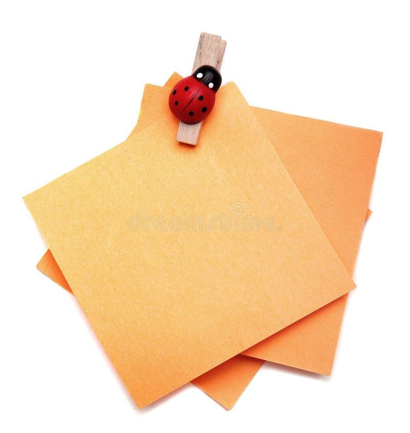 Grampos de papel em papéis imagem de stock royalty free