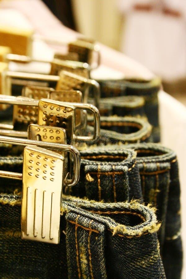 Grampos e calças de ganga de aço imagens de stock royalty free