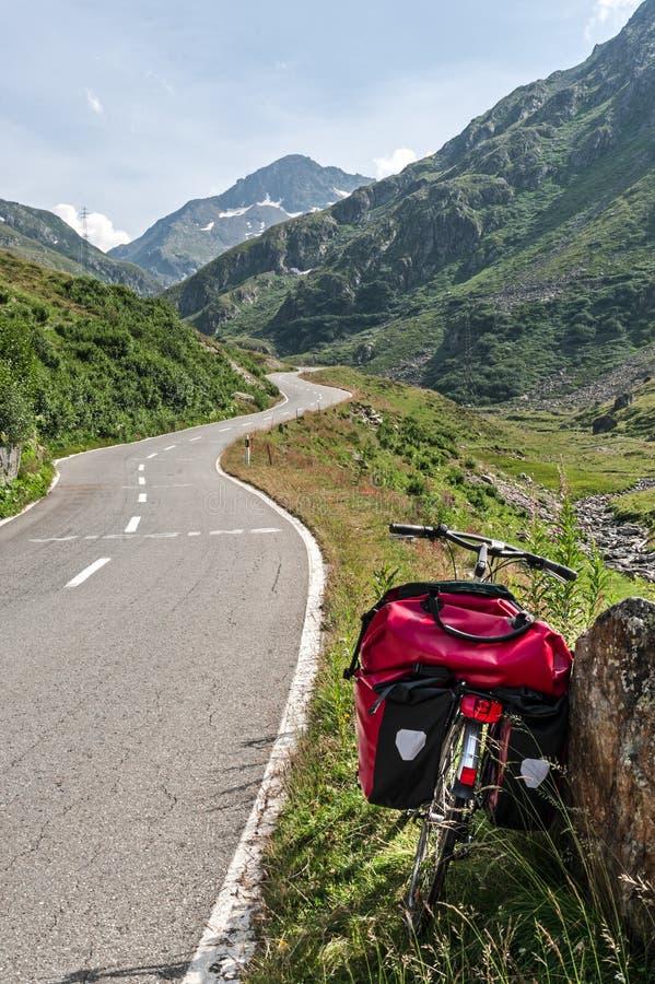 Gran Сан Bernardo (Швейцария) - велосипед стоковые изображения rf
