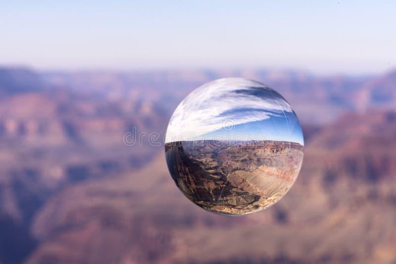Gran Cañón a través de una bola de objetivos fotos de archivo