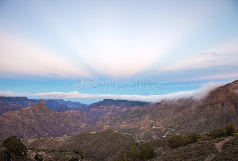 Gran Canaria, Caldera de Tejeda, anticrepuscular strålar royaltyfri bild