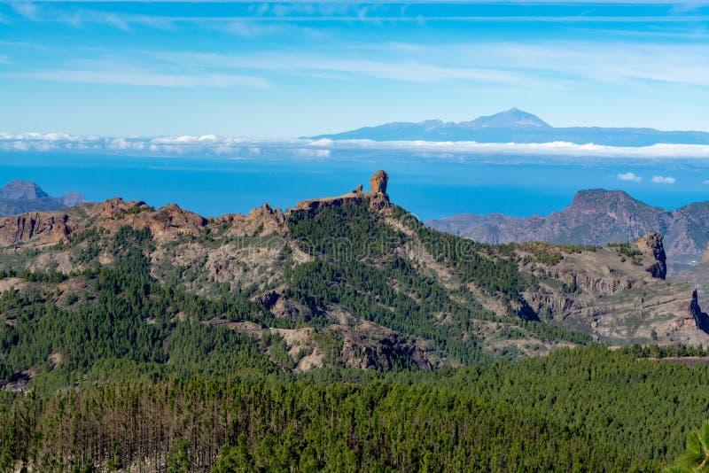 Gran Canaria-het landschap van eilandbergen, mening van hoogste piekpico DE las Nieves aan Roque Nublo en zet Teide op Tenerife o stock afbeelding