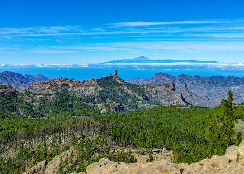 Gran Canaria-het landschap van eilandbergen, mening van hoogste piekpico DE las Nieves aan Roque Nublo en zet Teide op Tenerife o royalty-vrije stock fotografie