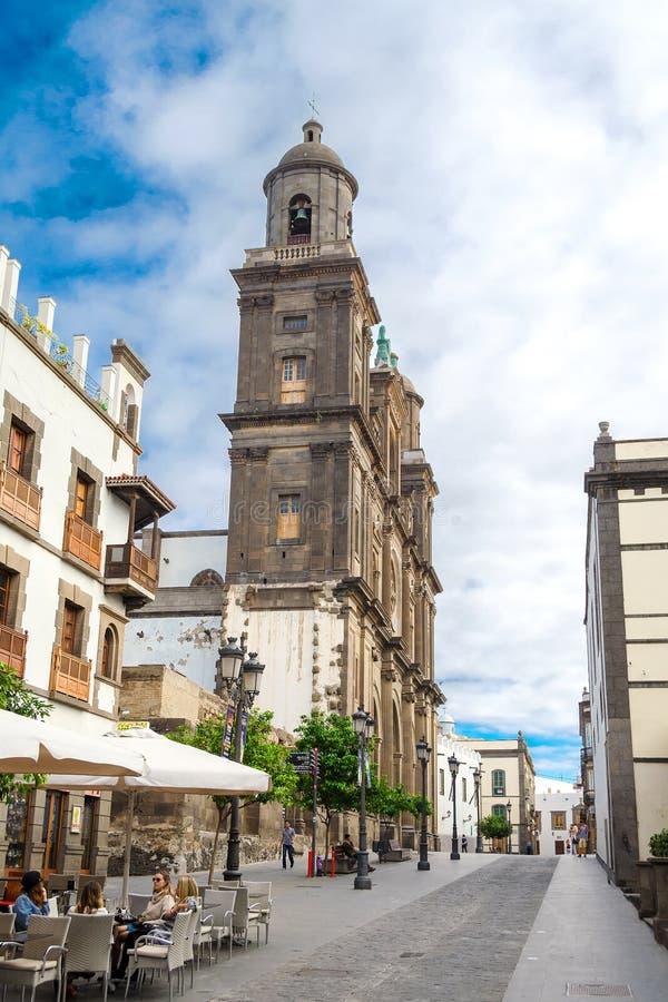 Gran Canaria spain 2 de dezembro de 2018 Igreja bonita contra o céu azul Espanha de Gran Canaria da arquitetura imagem de stock