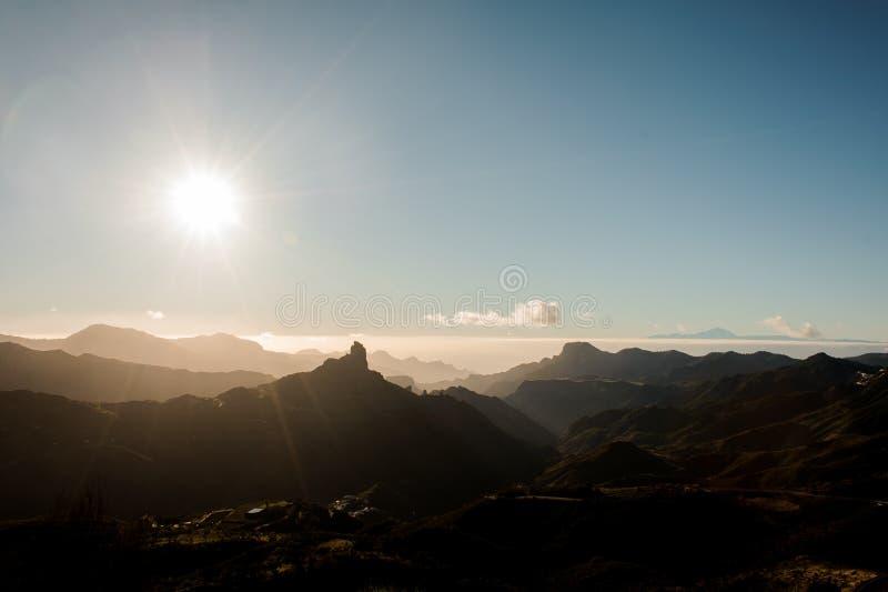 GRAN CANARIA, SPANJE - NOVEMBER 6, 2018: Schitterend landschap van de mooie bergen Roque Nublo stock fotografie