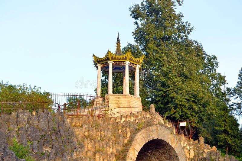Gran capricho del pabellón en el parque de Alexander imagenes de archivo