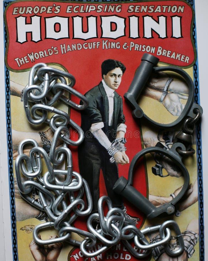 Gran cartel del rey de la esposas de Houdini con las esposas y las cadenas fotografía de archivo libre de regalías