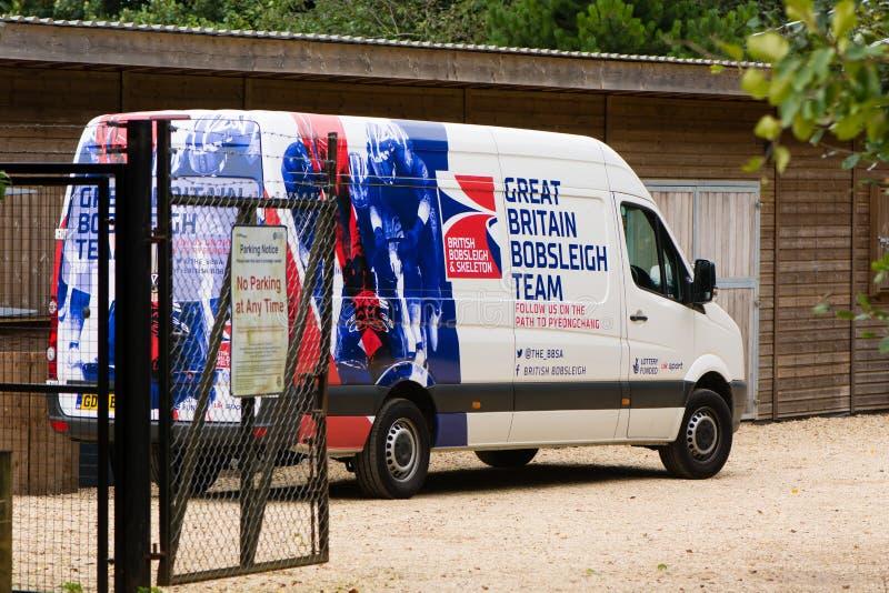 Gran furgoneta británica del equipo del trineo en la universidad del baño foto de archivo libre de regalías
