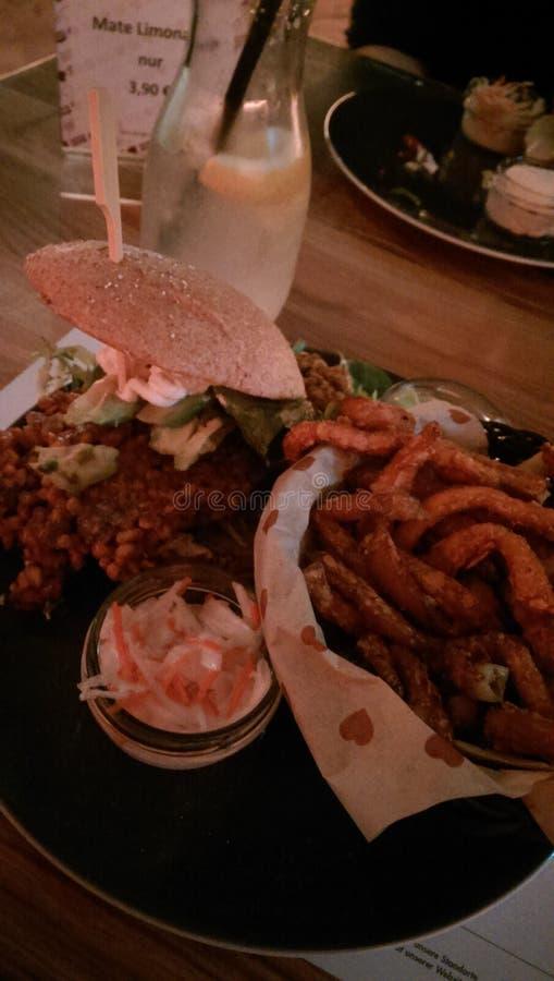 Gran hamburguesa del veggie imágenes de archivo libres de regalías