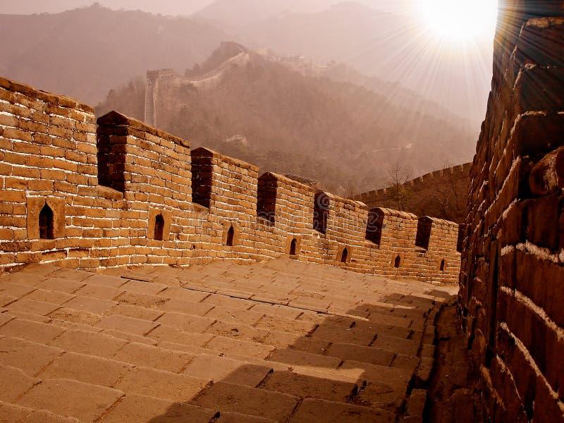 Gran Muralla con el sunflare imagenes de archivo