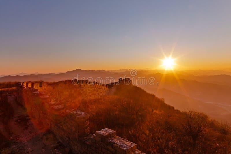 Gran Muralla de Badaling en puesta del sol fotografía de archivo