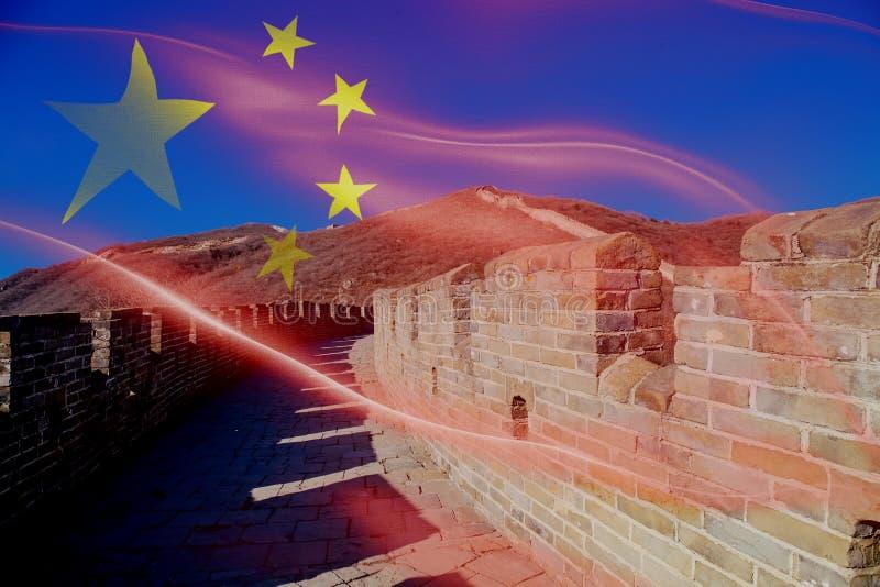 Gran Muralla del paisaje de China - la atracción turística en Pekín, China mezcló con la bandera nacional de China fotos de archivo