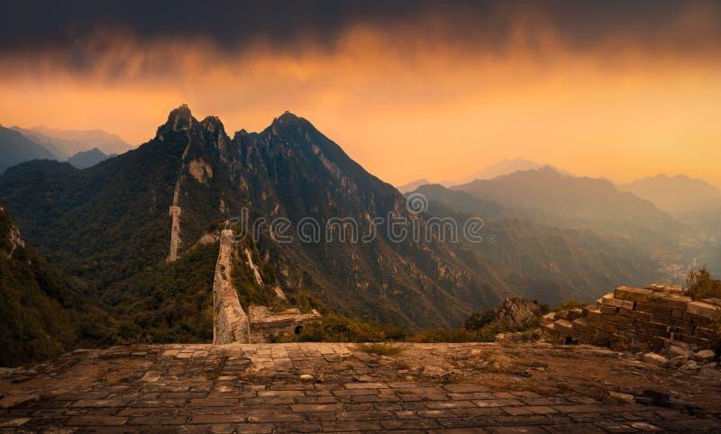 Gran Muralla en la puesta del sol fotografía de archivo libre de regalías