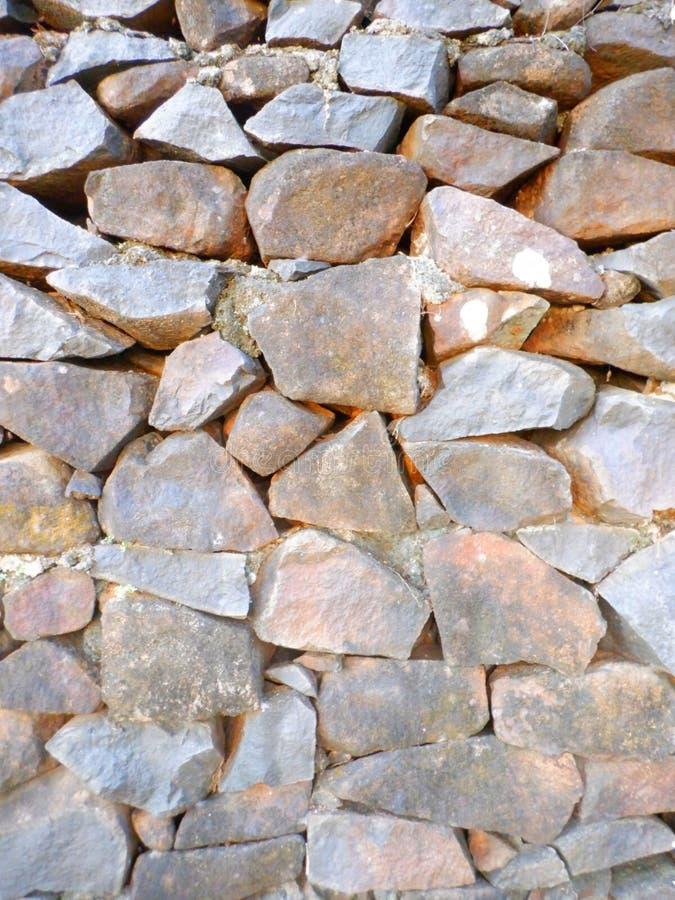 Gran pared de piedras imagenes de archivo