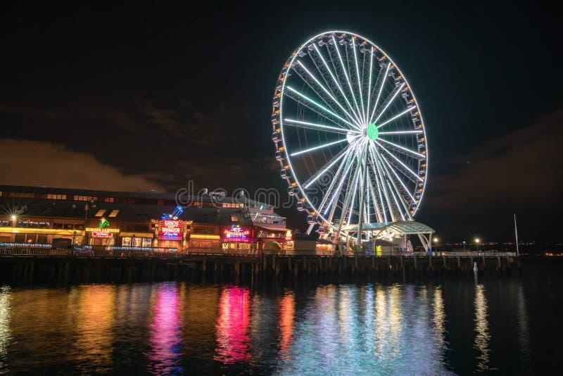 Gran rueda de Seattle en la noche imagen de archivo libre de regalías