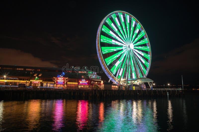 Gran rueda de Seattle en la noche fotos de archivo