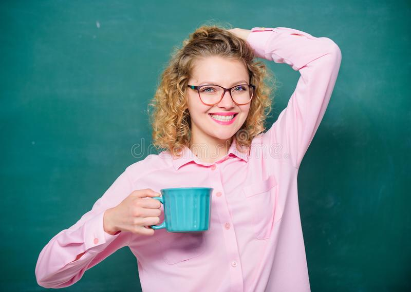 Gran tiempo energía y vigor Carga de energ?a descanso para tomar café de la necesidad del profesor de escuela Buenos d?as muchach imagen de archivo