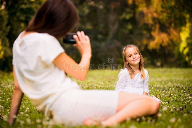 Gran tiempo - madre con el daugter foto de archivo