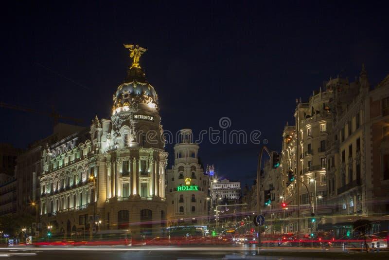 Gran Via central gata av Madrid på natten royaltyfria foton