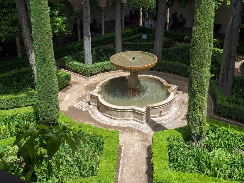 GRANADA, ANDALUCIA/SPAIN - 7 DE MAIO: Parte de Alhambra Palace imagem de stock