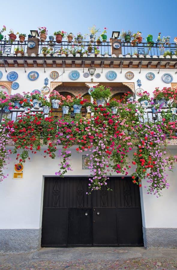 Granada - a casa desnucleada no distrito de Albazyin fotografia de stock