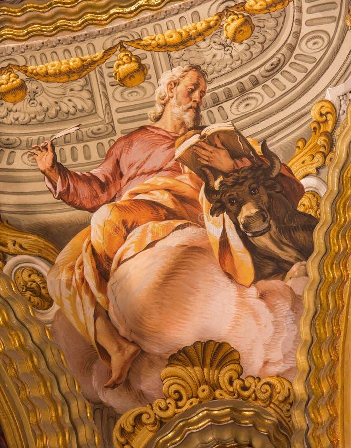 Granada - de fresko van St Luke de Evangelist in barok heiligdom (Heiligdommen Sanctorum) in kerk Monasterio DE La Cartuja stock fotografie