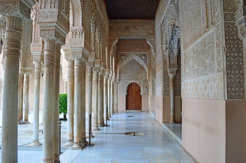 Granada - domstolen av lejonen - Alhambra, Granada, Spanien arkivfoton