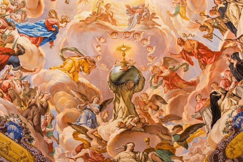 Granada - freskomålning i den barocka fristaden (helgedomar Sanctorum) i kyrkliga Monasterio de la Cartuja med St Bruno och härli royaltyfri foto