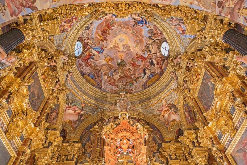Granada - het barokke heiligdom (Heiligdommen Sanctorum) in kerk Monasterio DE La Cartuja royalty-vrije stock foto's