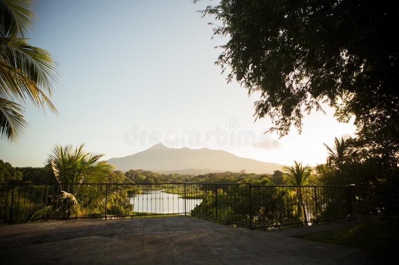Granada Nicarágua Volcano Lake Palm Trees foto de stock royalty free