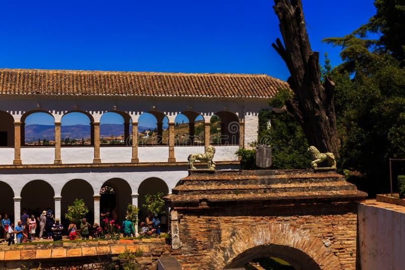 Granada, Spanien - 27. Mai 2019: Allgemeine Ansicht des Generalife-Hofes, mit seinem berühmten Brunnen und Garten Alhambrade Gran stockfoto