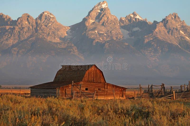 Granai di grande Tetons fotografia stock libera da diritti