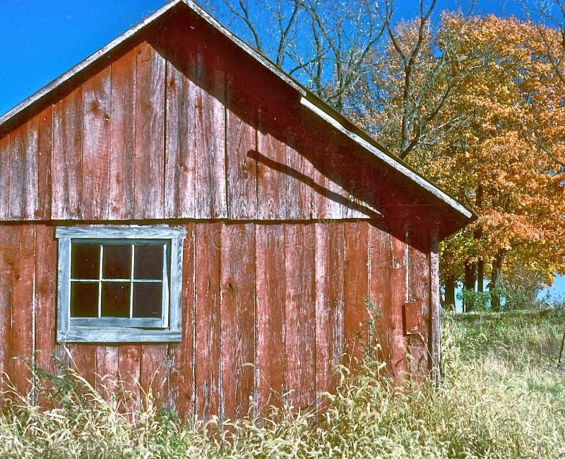 Granaio in autunno fotografie stock